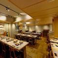 解放的な広さがあり、各席お隣との空間も保たれておりますのでご自分だけの空間・お料理をお楽しみ頂けます。