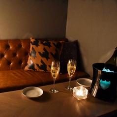 お二人の大切なひと時を・・・半個室はカップルシートとしても大人気♪デートや記念日にぴったりです☆人気のお席のため、お早目にご予約お願いいたします。