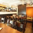 【3F】新設のDINERスペースでは、ゆったりテーブルでしっかりお食事をどうぞ。