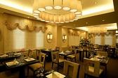 2Fレストラン:主にランチタイムにご利用いただくレストランです。料理は1,800円からのリーズナブルなコースをご用意。