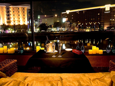 福岡中州の夜景が楽しめるリバーサイドソファ★10~30名様の中団体にも対応できます♪