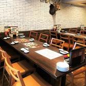 メインのテーブル席。4名様掛けが6つご用意。少人数でも、テーブルはつなげることができるので、大人数の団体様も対応可能!