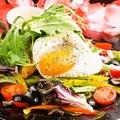 料理メニュー写真シェフのごちそうコブサラダ