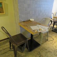 テーブル2名席は1卓のご用意がございます。