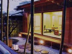 夜は竹林をライトアップ。幻想的な時間をお楽しみください。