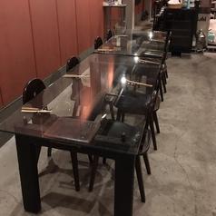 ゆったりした4人掛けテーブルです。