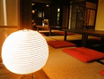 より一層部屋に雰囲気温かみを醸し出す、間接照明。