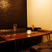 ゆったりとくつろげる人気のソファー席は、半個室として4名様迄ご利用いただけます。プライベートな時間をお過ごしいただけるので誕生日、記念日、女子会にもおすすめです。是非お気軽にお越しくださいませ♪