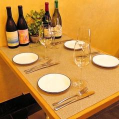 美味しいお酒と一緒に!4名様でも広々使えるテーブルです!
