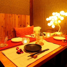 デートにもぴったり。カップルシートもご用意しております。デートや友達同士でのご飯におすすめです♪人気のお席ですので、お早めにご予約ください!
