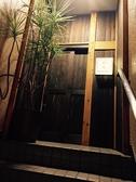 階段を登れば、そこは隠れ家の様な店内に。