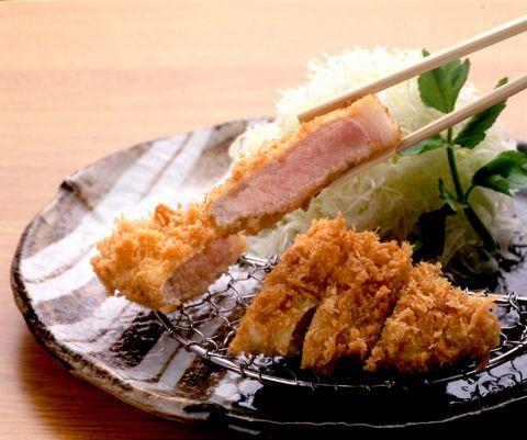 京都情緒溢れる店内で、京文化で育まれたお料理ととんかつを