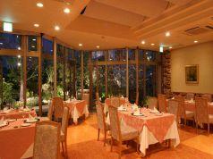 ディナーではランチと違う庭園を楽しめます