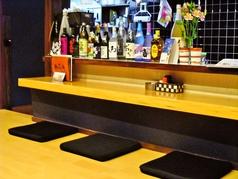 1人でも気軽に利用できるカウンター席。ちょっと飲みたいなという気分の時にも入りやすいです。
