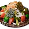 料理メニュー写真蒸し鶏と10種のお祭りにぎわいチョレギサラダ【食べ放題OK】