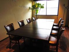 8名様まで完備の個室。人数に合わせてテーブルの配置も変更できます。