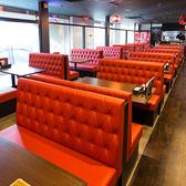 【2~50名様】赤を基調にしたボックス席です。オープンキッチンを眺めることが出来ます。(なんば・心斎橋)