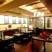 2階は、2名様から20様迄ご用意出来る、個室やソファータイプのテーブル席などモダンな空間です。