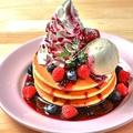 料理メニュー写真ハワイアンミルフィーユタワーパンケーキ~ふわふわホイップとバニラアイス添え~