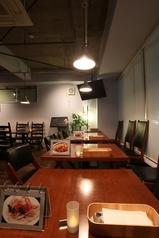 落ち着ける雰囲気の店内。素敵なひと時をお過ごし下さい。※ディナータイムは4名様×7席