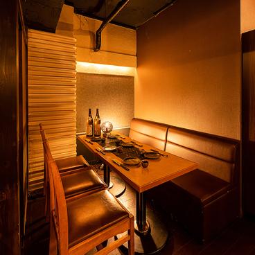 日本酒と地鶏の和バル 八鶴 Hakkaku 新橋店の雰囲気1