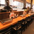 【1階】カウンター全6席。目の前で仕上げるお料理を愉しみながら、ゆっくりとした時間をお過ごし頂けます。カップルやご夫婦等のデート・記念日におすすめ★