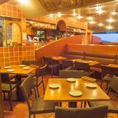 【新宿 西口】昼間はイタリアの食堂のような明るい店内