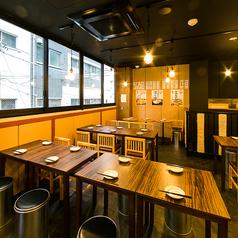 【4名様~】開放感ある広々テーブル席♪会社帰りに一杯!駅チカでアクセスも抜群!気の合う仲間と気軽に立ち寄れる大衆酒場のテーブル席です♪活気のある開放的な店内で楽しい夜をおすごしください♪名物料理が盛りだくさんの食べ放題+飲み放題付コースは3000円~!中野の宴会,飲み会,二次会に◎