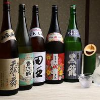 難波で各地から厳選した地酒・焼酎を楽しめる居酒屋。