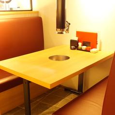 デートにもピッタリなボックス席。七輪を置いても広々♪