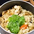 料理メニュー写真特製出汁の鶏釜飯