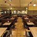 こちらの二列は28名様までご利用いただけます!十分な大きさのテーブル席を多数ご用意しております。大人数の宴会を行いたい幹事様必見です!飲み放題付きの宴会コースも5,000円からお楽しみいただけます♪新都心での宴会なら洋食レストランの銀座ライオンをご利用ください!