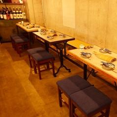 宴会に合わせて配置を自由にかえられるテーブル席あり◎