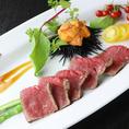 ローストビーフの雲肉/ローストビーフに雲丹をたっぷりと絡めて食べる贅沢な逸品です。