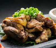 自慢の鶏料理や、他店では味わうことのできない料理を
