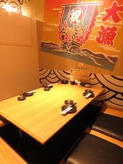 楽しい飲み会がもっと楽しくなる明るい雰囲気の個室席、ご用意しております!
