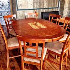 テーブル席(8 人掛け 1席)