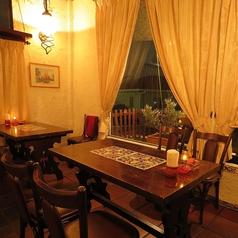 窓際のお席は雰囲気抜群♪デートや記念日にオススメ♪