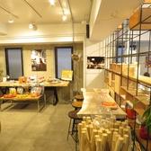店舗入口手前のカフェ・スペースと奥のレンタルスペースで10名~20名まで対応可能です。立食形式であればさらに増えても大丈夫です。