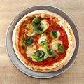 料理メニュー写真モッツァレラとフレッシュバジルのマルゲリータ
