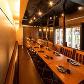 日本酒と地鶏の和バル 八鶴 Hakkaku 新橋店の雰囲気3