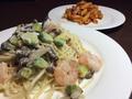 料理メニュー写真海老とアボカドと木の子のクリームソース