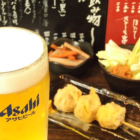 立ち飲みの気軽なスタイルで美味しい串焼き・串揚げを味わえるお店!