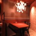 6名様テーブル席。間接照明がお洒落で落ち着いたテーブル席は、接待やご宴会、プライベートにもおすすめです。