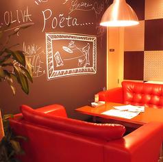 座り心地◎ふかふかのソファー席もご用意しております♪真っ赤なソファーはSNS映え抜群で女子会、ママ会にも!