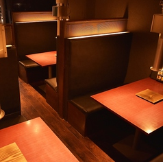 和モダンな空間で、美味しいお肉と美酒を存分にお楽しみ下さい