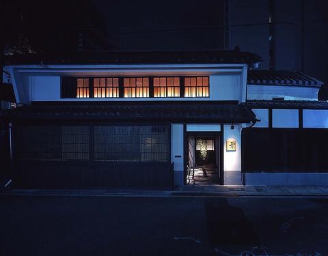築100年の日本家屋を改装した、天然鮮魚と炭火貝鮮焼きのお店。