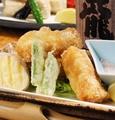料理メニュー写真チーズフライとアボカドフライ/海老・烏賊と京野菜の天ぷら