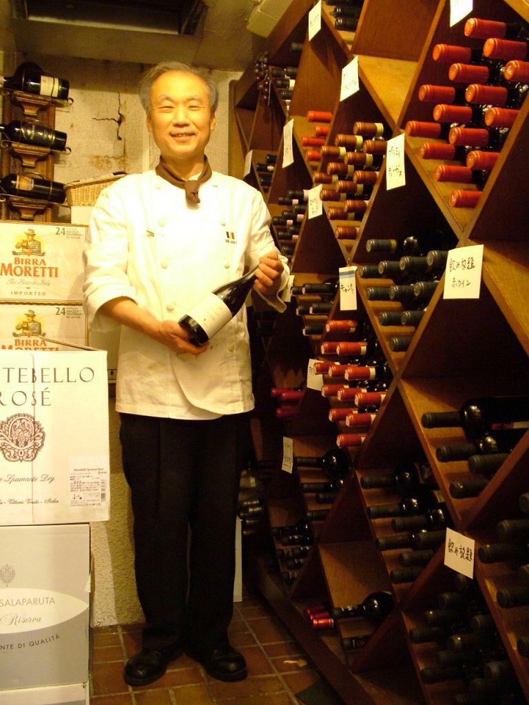 ソムリエのマスター★ワインセラーには拘りのワインがぎっしり…ボトルワインは飲み放題でも飲めます