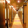 奥に続く廊下は大人たちの隠れ家へご案内♪人数に合わせた個室にご案内いたします